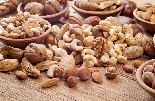Полезная добавка: орехи и сухофрукты в детском рационе