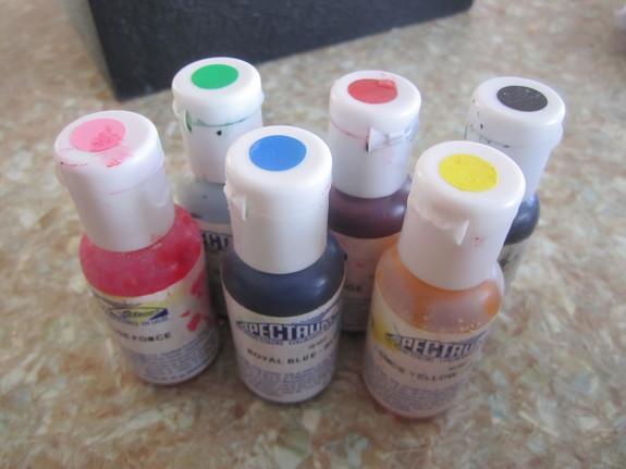 Пищевые красители или какими красителями, я пользуюсь для окраски мастики.)