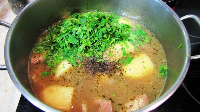 Азербайджанский суп пити из баранины в горшочках