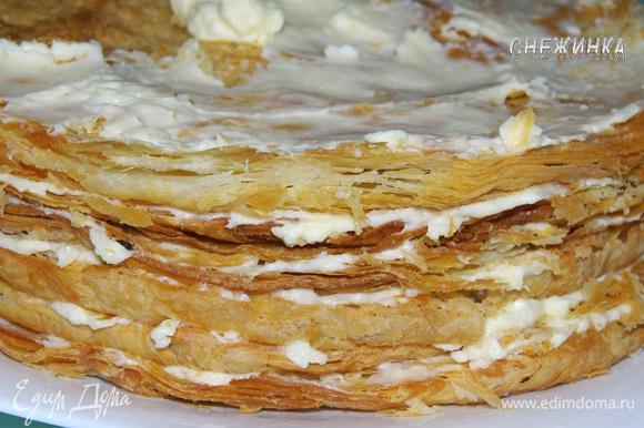 Торт «Наполеон» из готового слоёного теста — рецепт с фото ...
