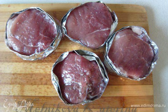 Медальоны из телятины с грибным соусом