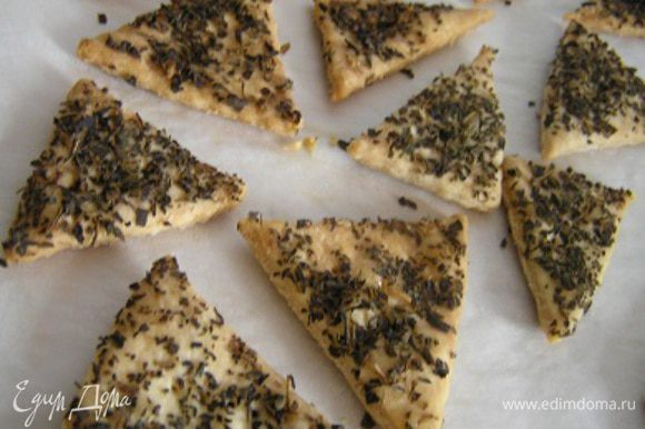 если хорошо подсушить около 25 минут - получится хрустящее печенье (вариант для крекеров). Приятного аппетита! :)