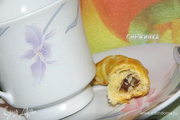 Из этого замечательного теста Вы можете приготовить круассаны: http://www.edimdoma.ru/recipes/32943