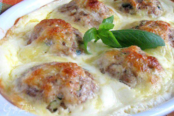 Куриные шарики готовы! На гарнир очень хорошо подойдут тушеные овощи или салатик. Приятного аппетита!