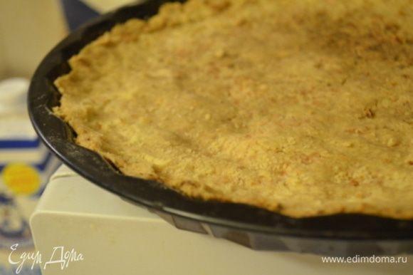 Затем выпекать корж при 180 гр примерно 25 минут, а затем охладить.