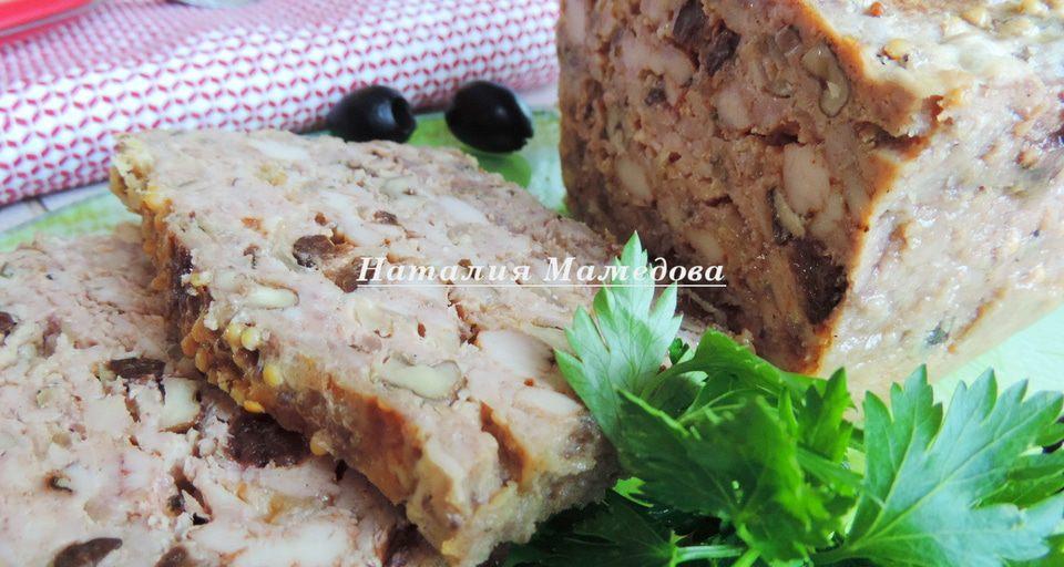 Остывший хлебец достаем из формы и нарезаем на порционные кусочки. Подаем к столу и дегустируем. Приятного аппетита!
