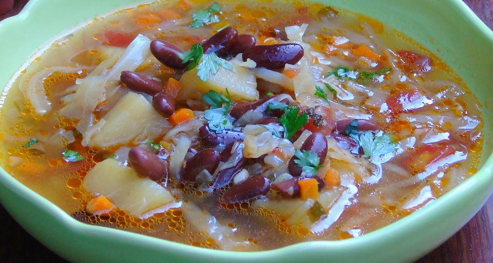 Испанский фасолевый суп с острой заправкой