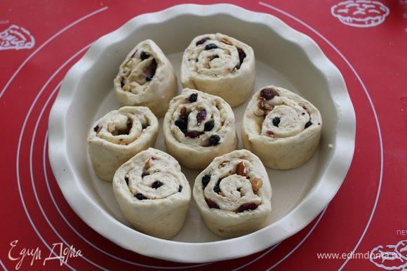 Оставляем булочки в теплом месте на 15-20 минут (булочки прикрыть пленкой).