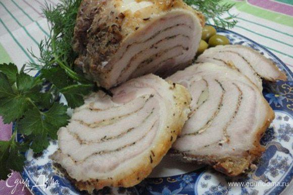 Хороша свининка и в теплом и в холодном виде. Особенно со свежей зеленью.