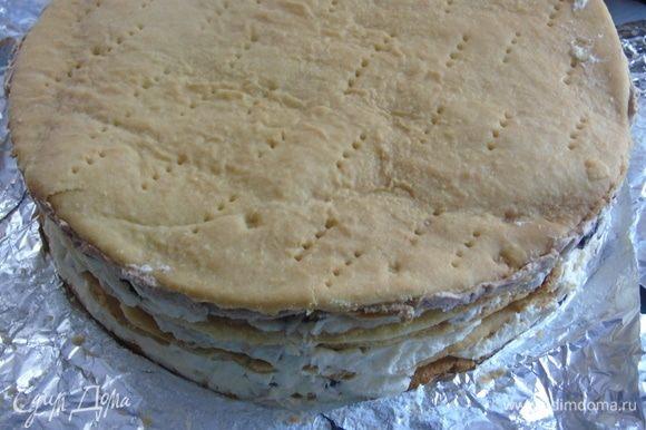 Coloque el pastel en la nevera en remojo durante 4-6 horas, le envié toda la noche.