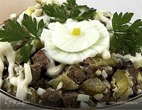 Салат из печени с грибами и огурцами