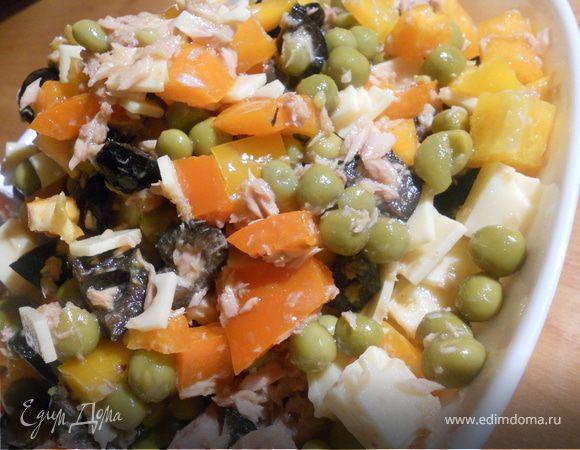 Салат с тунцом и зеленым горошком рецепт