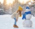 Снежное искусство: лепим снеговика всей семьей